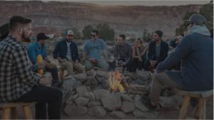 Grupo de pessoas reunidas networking
