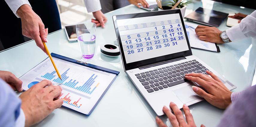 Prazos Apertados, Calendário No Notebook, Estatísticas
