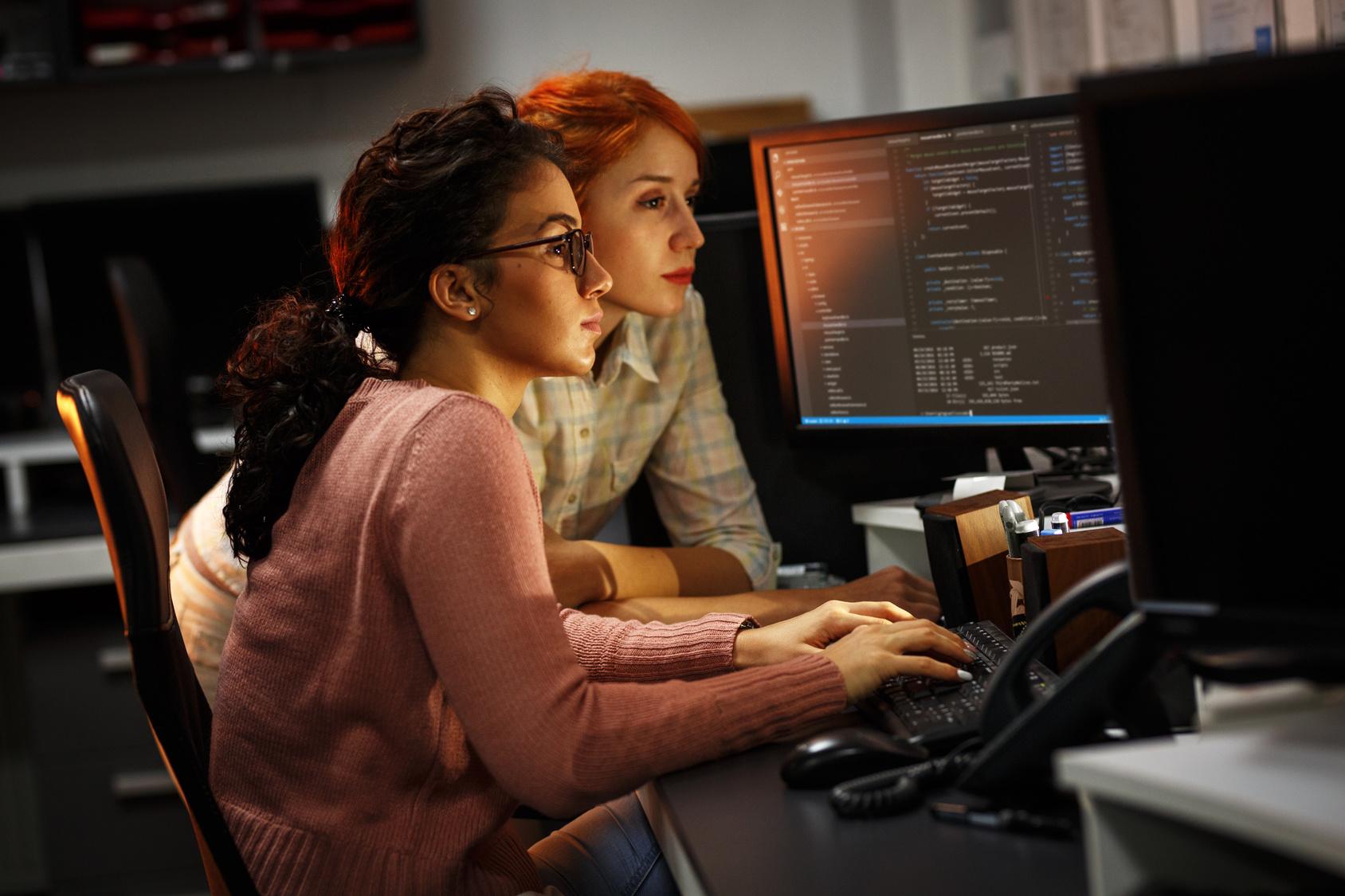 Duas Programadoras Aprendendo Boas Práticas Para Iniciantes