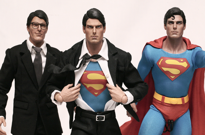 Super homem em diferentes roupas